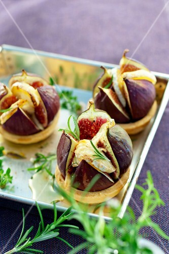 Fig,goat's cheese and honey mini tartlets