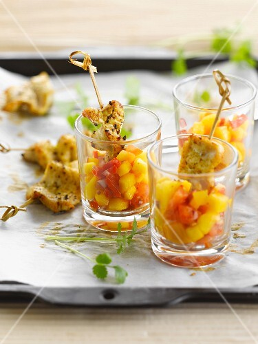 Marinated chicken mini brochettes, diced mangoes and tomatoes