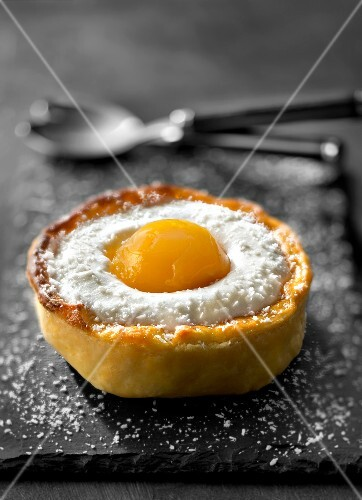 Fried egg-shaped coconut mousse and mango tartlet