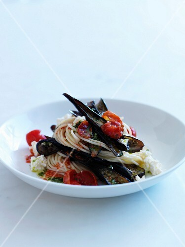 Spaghettis with eggplants,tomatoes,feta and pesto