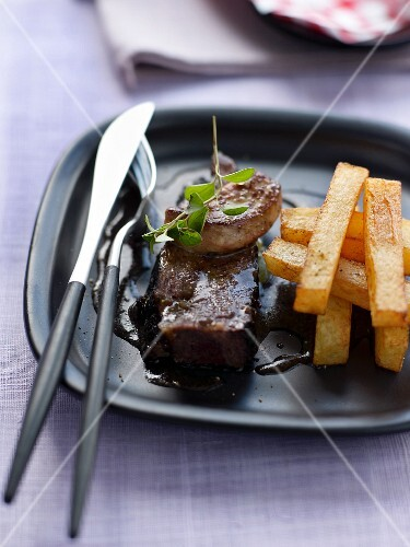 Caramelized Rossini fillet of beef with Pont-neuf potatoes