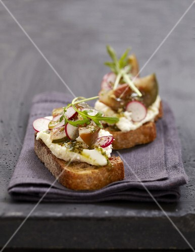 Chabichou du Poitou,radish and fig open sandwich