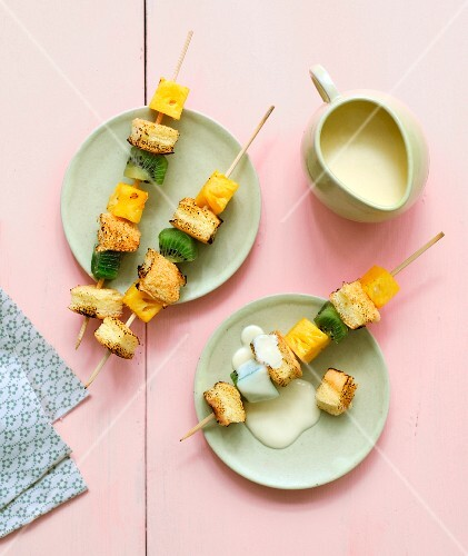 Exotic fruit and angel cake brochettes