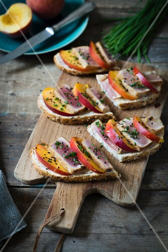 Summer bread with tuna fish and nectarine