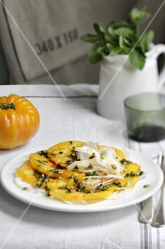Yellow tomato carpaccio