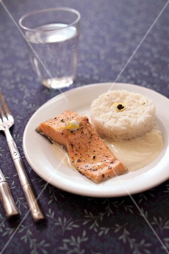 Trout fillet with green tea,mint and lemon sauce