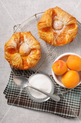 Apricot flaky pastry pies