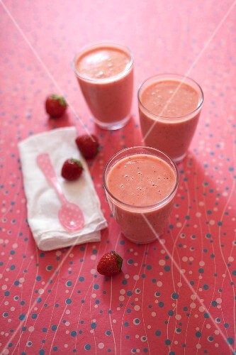 Almond milk,strawberry and peach smoothies