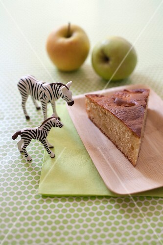 Yoghurt and apple cake