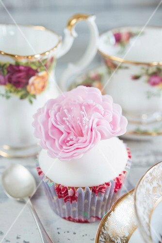 Cupcake decorated with a sugar flower