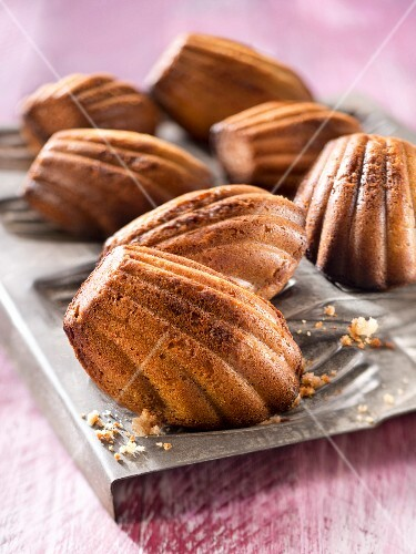 Almond-flavored Madeleines