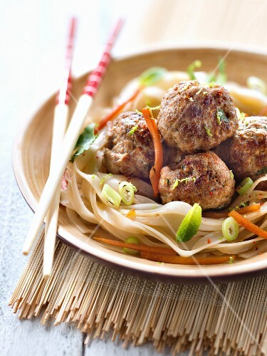 Gluten-free Asian noodles with beef meatballs
