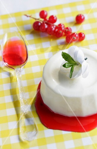 Panna cotta with redcurrant coulis