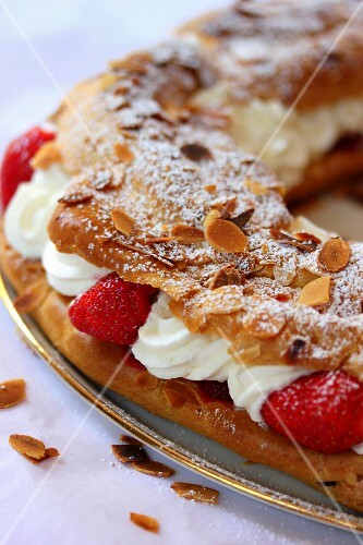 Paris-Brest style strawberry crown cake