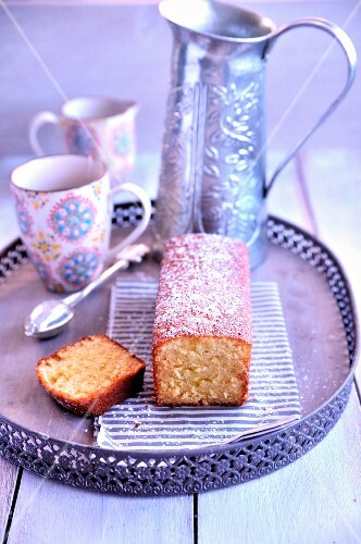 Tea and honey cake