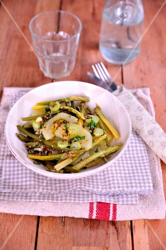 Asparagus, potato and garlic salad