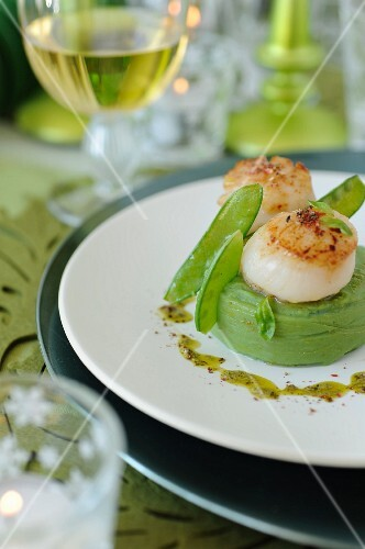 Sweet pea puree with pesto and roasted scallops