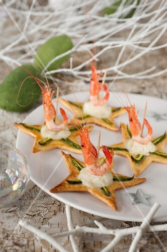 Goat's cheese,green asparagus and pink shrimp tartlet stars