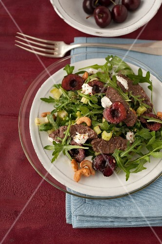 Rocket lettuce,beef,goat's cheese,cherry and cashew salad