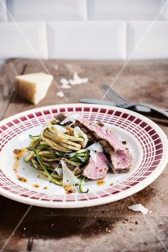 Tagliatelles with zucchinis,parmesan flakes and sliced roast beef