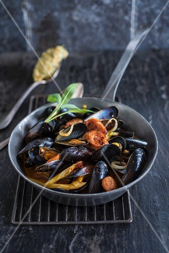 Mussels with spices,fennel and onion