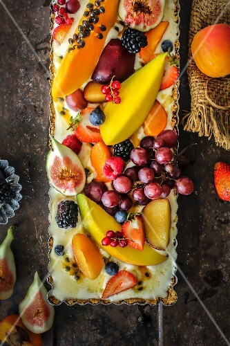 Ice cream and fresh fruit tart