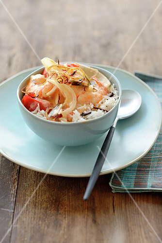 Basmati rice with spicy shrimps and onions