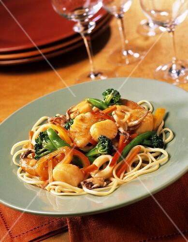 Spaghetti alla veneziana (spaghetti with vegetables &; seafood)