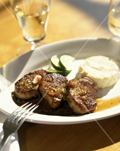 Lamb medallions with lime relish and goat's cheese