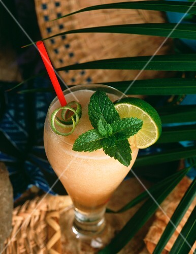 Frozen Daiquiri with mint and straw