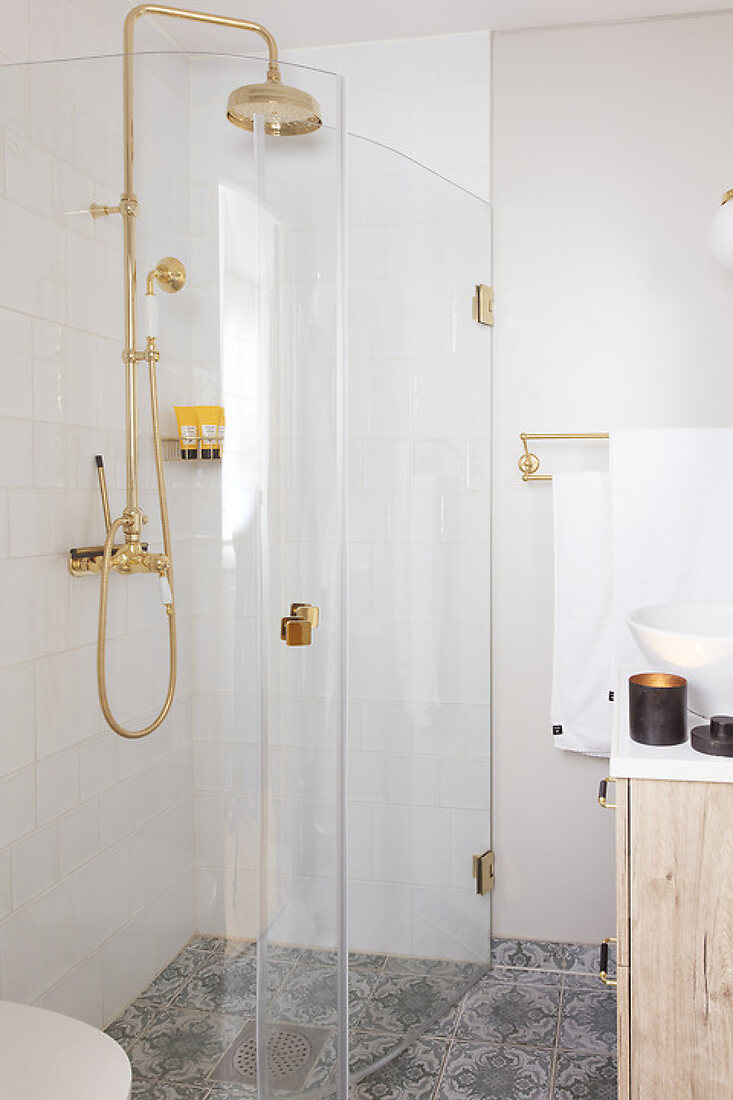 Simple and Functional Shower Room