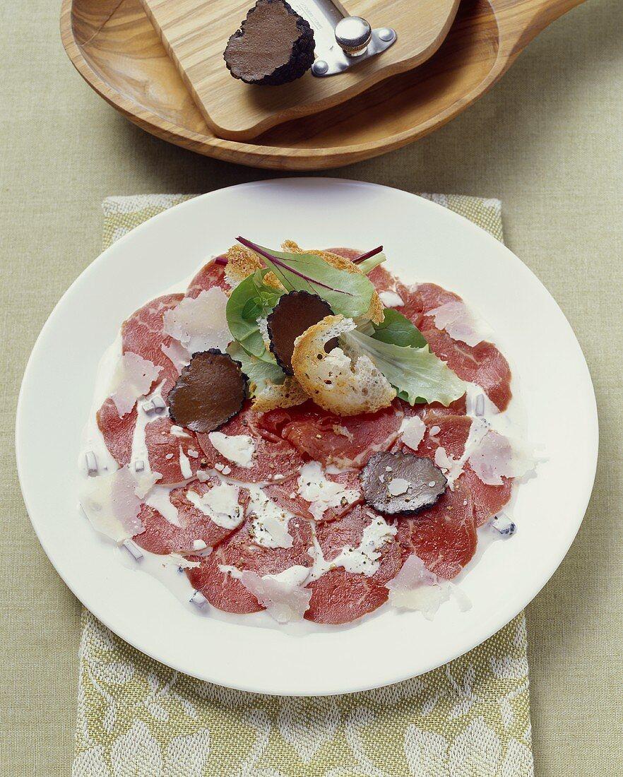 Carpaccio tartufato (Beef carpaccio with truffle and Parmesan)