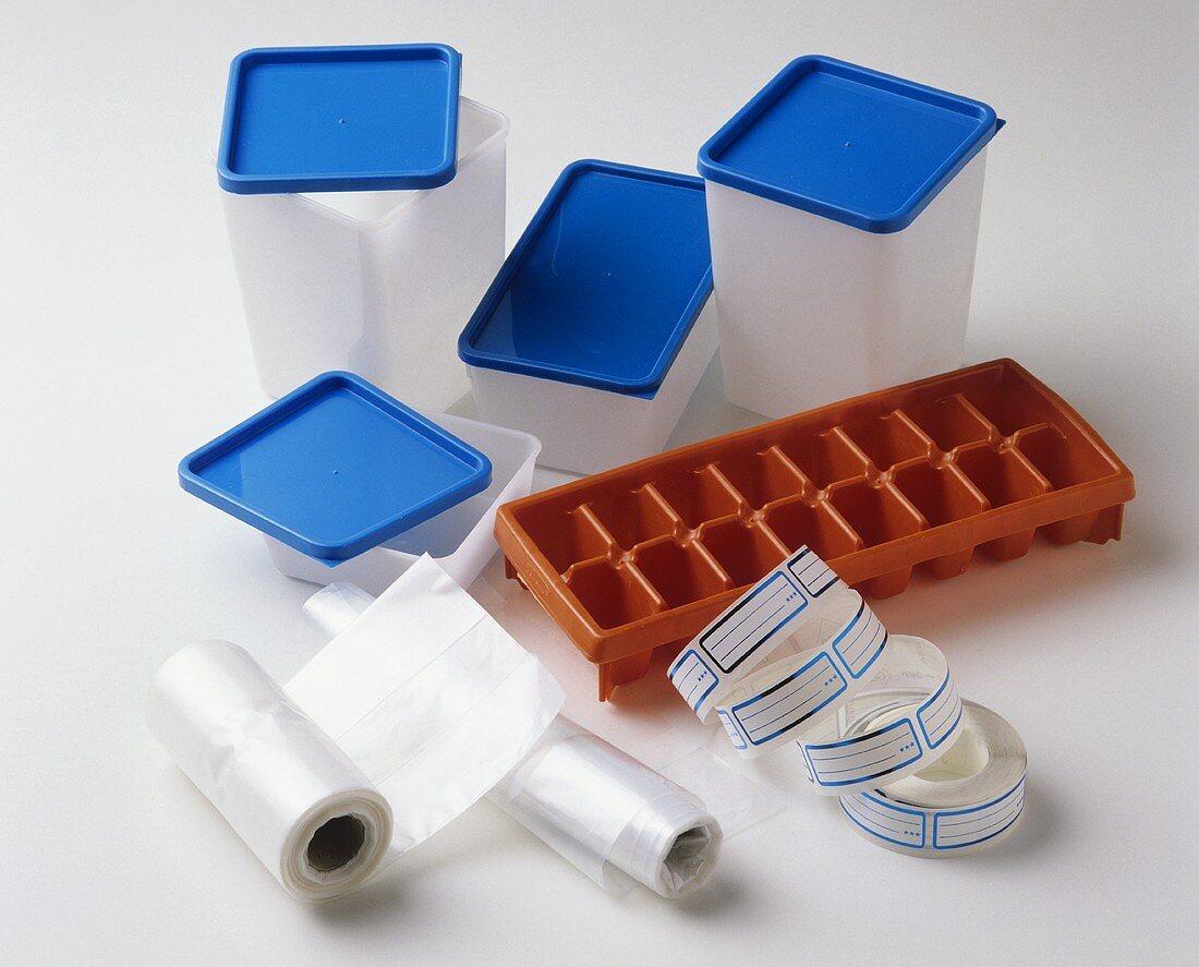 Freezing: plastic boxes, ice cube tray, freezer bags