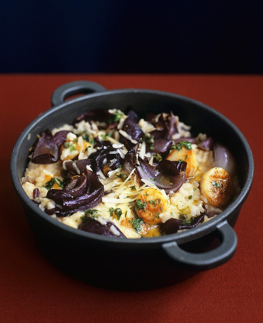 Risotto rice with red onions, scallops and caper butter