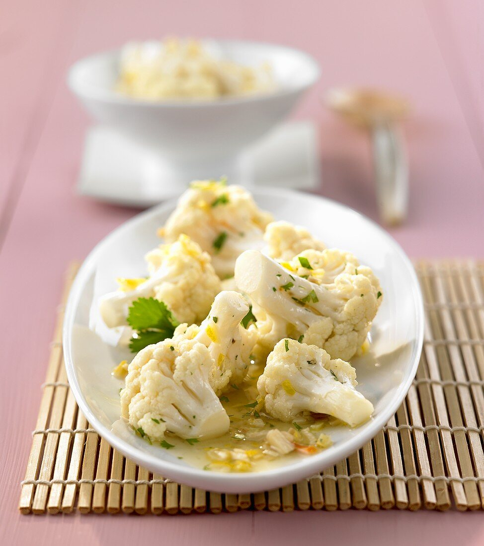 Stir-fried cauliflower with coriander (side dish)
