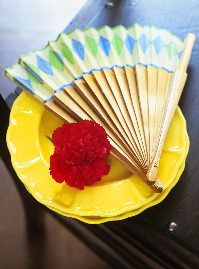 Spanish fan and carnation on a plate (table decoration)