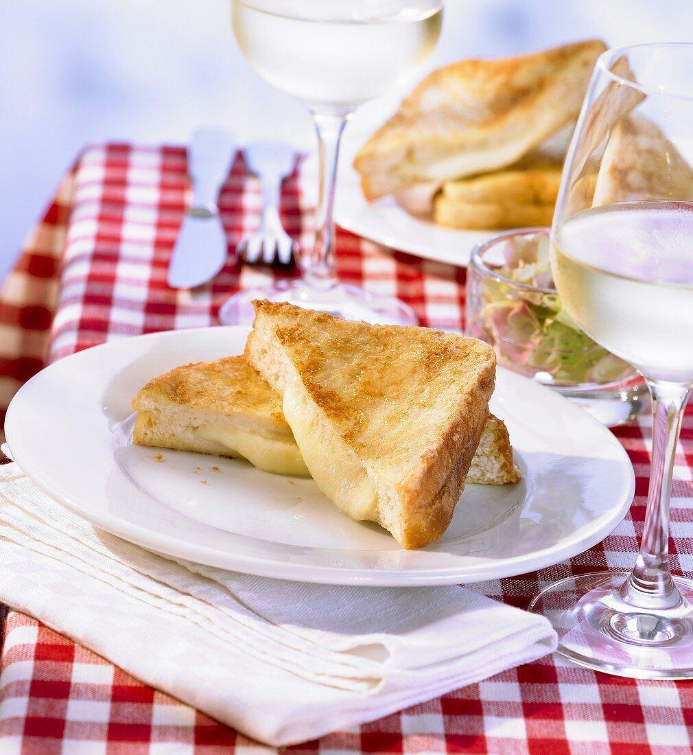 Mozzarella in carrozza (Gebackenes Mozzarellabrot, Italien)