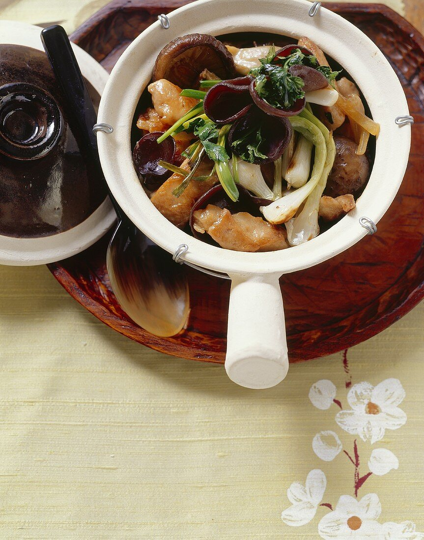 Chicken with three kinds of mushrooms