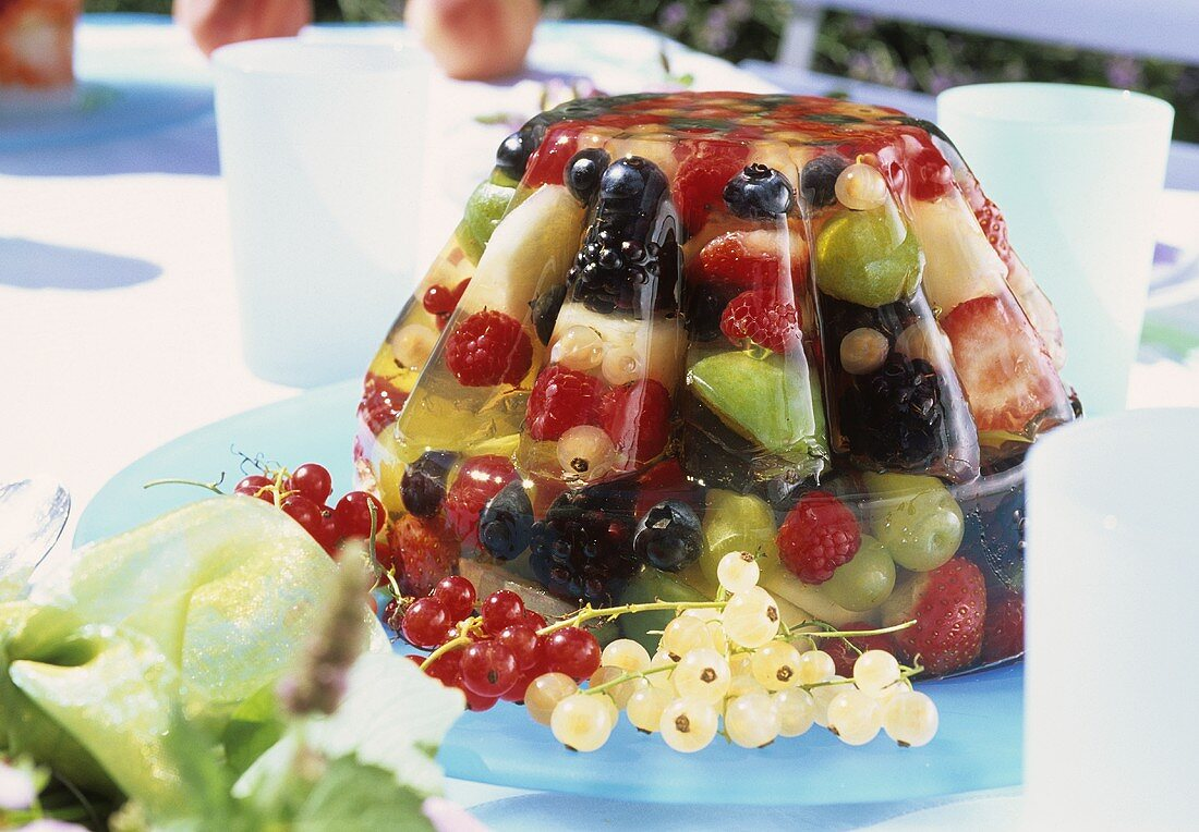 Moulded fruit jelly