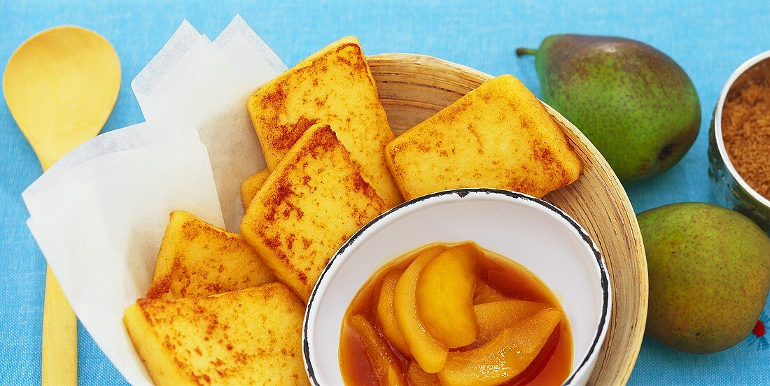Semolina slices with pear and apple compote
