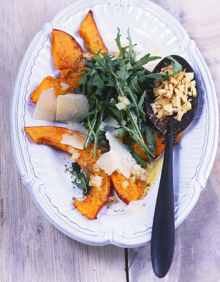 Rocket salad with baked pumpkin and walnuts