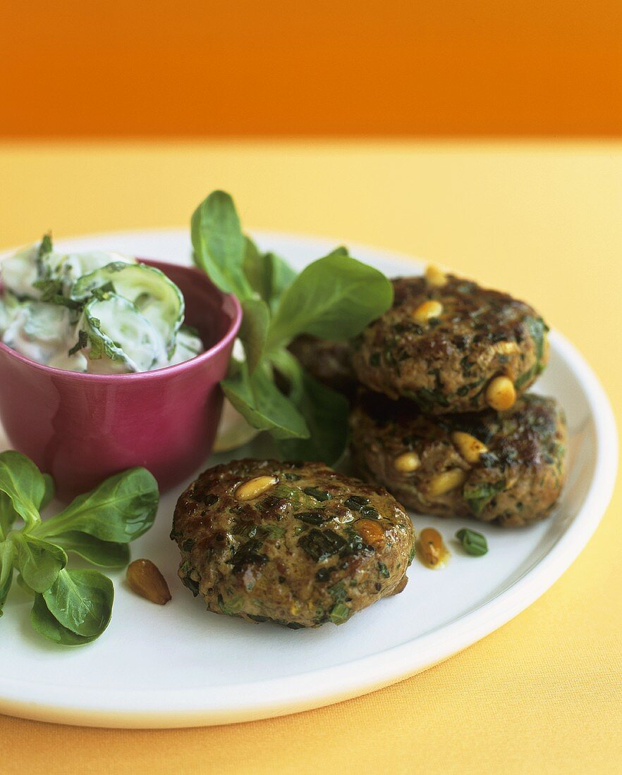 Burgers with cucumber and yoghurt salad