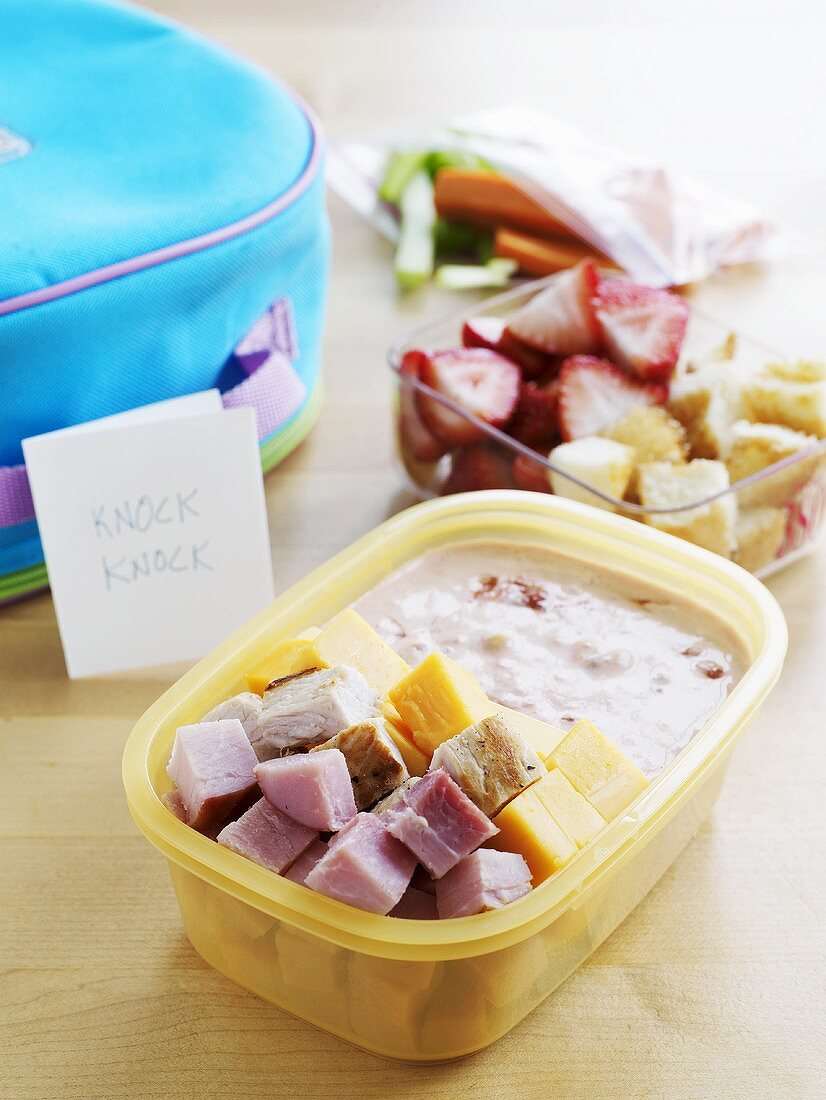 Child's lunchbox (ham, cheese, chicken, fruit and dip)