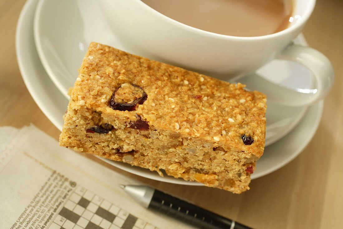 Flapjack (British rolled oat tray bake) with tea