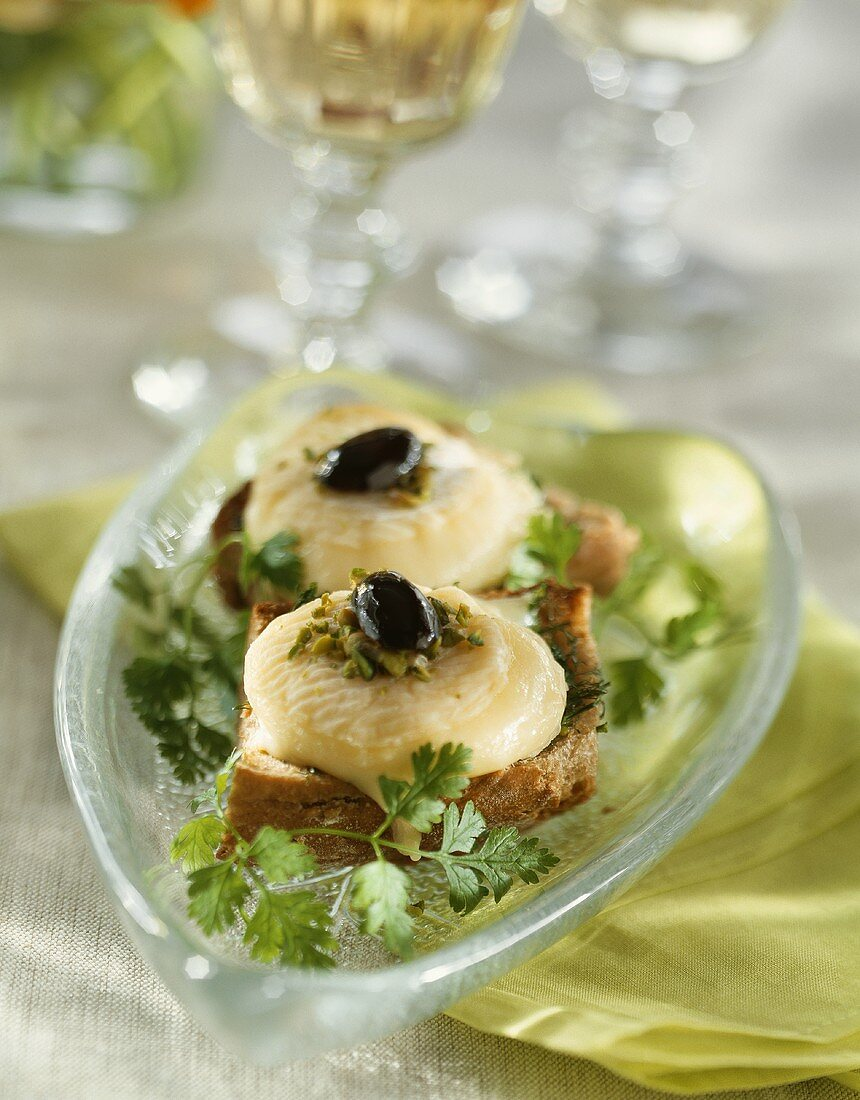 Goat's cheese on toast with black olives