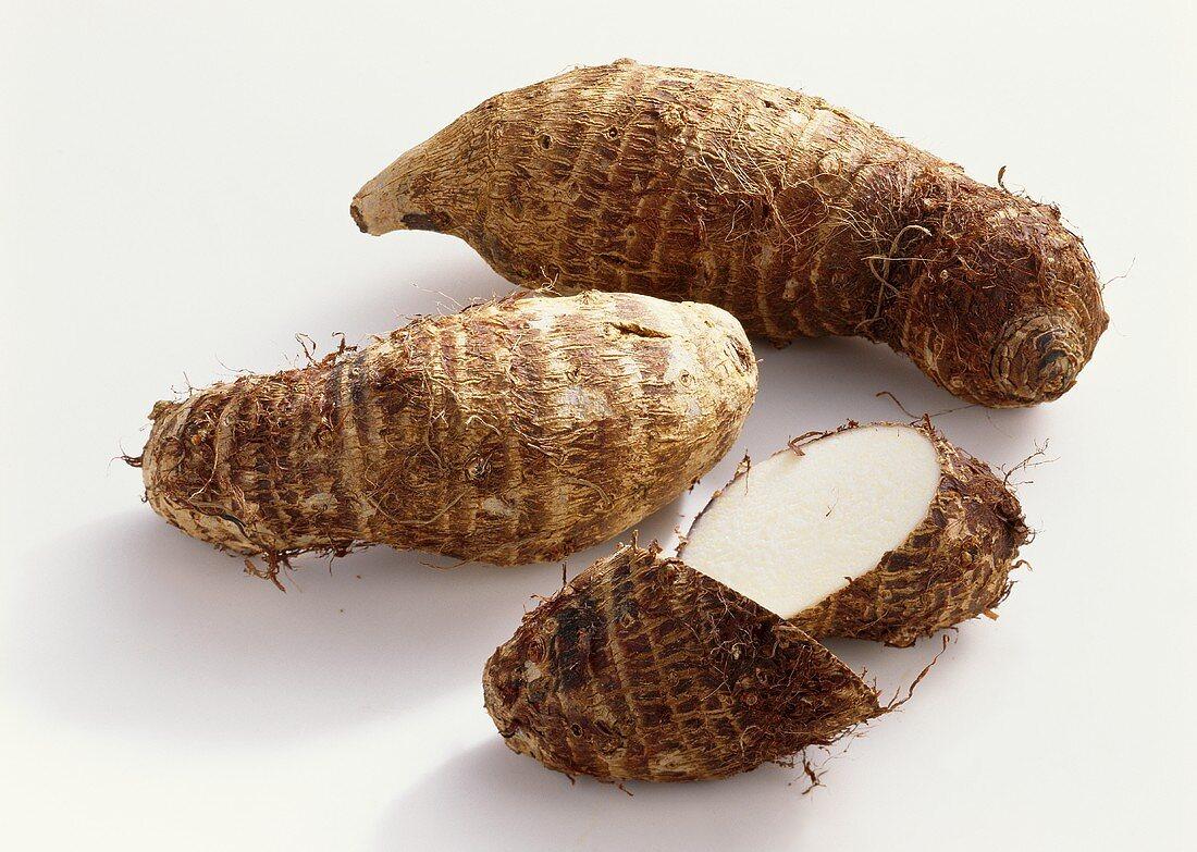 Taro roots (Colocasia esculenta)