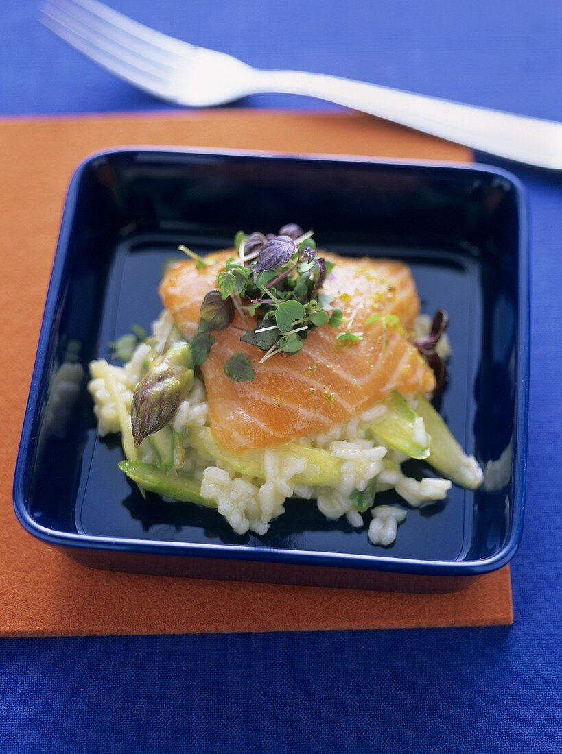 Risotto with asparagus and raw marinated salmon