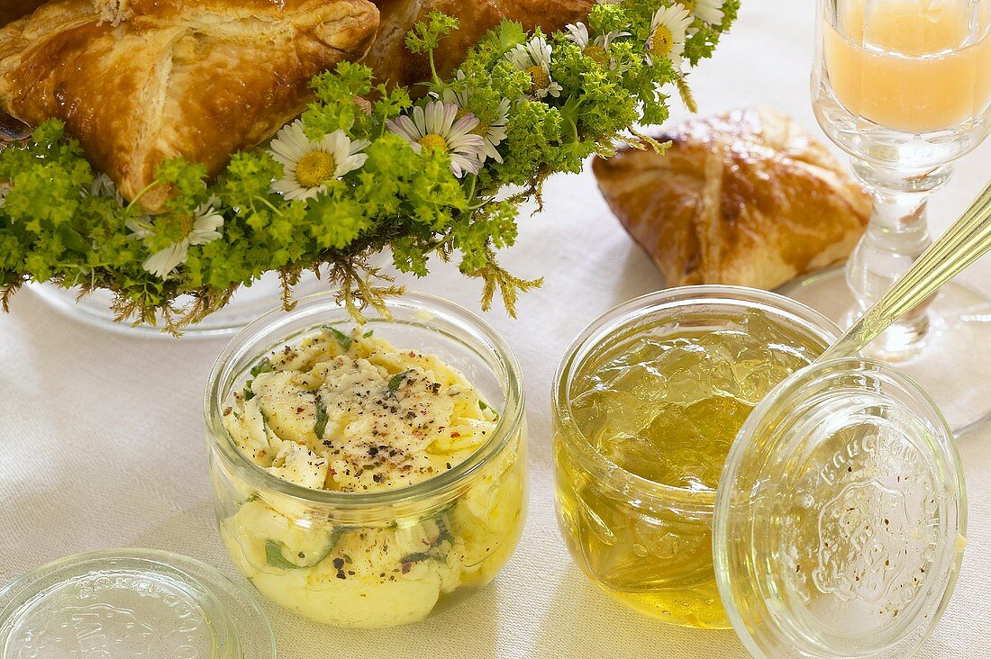 Pickled cheese, kiwi jelly, goat's cheese pasties (Easter brunch)