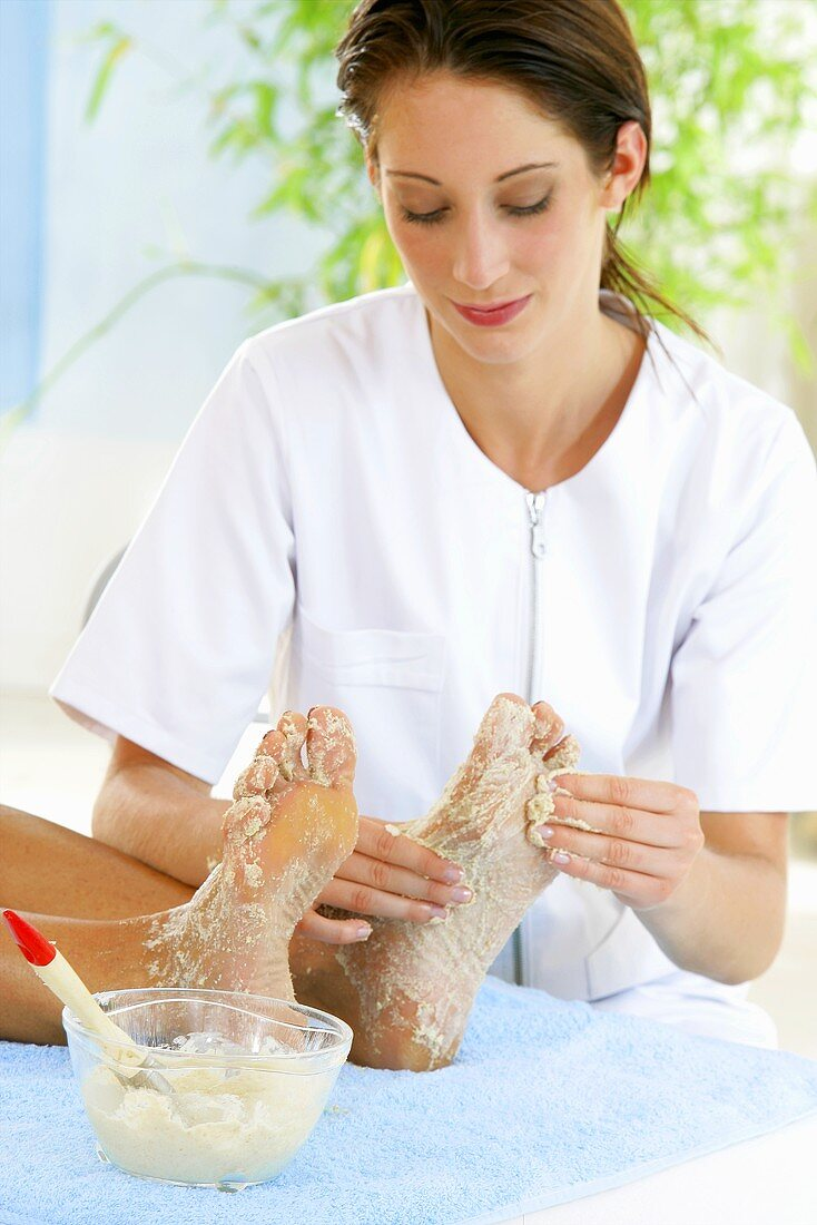 Foot care treatment with almond and oat exfoliating scrub