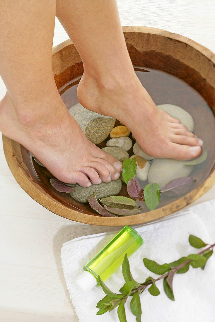 Refreshing foot bath with mint and mint oil